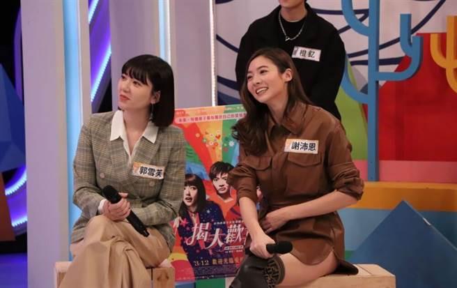 謝沛恩(左)、郭雪芙為戲落髮。(中天綜合台提供)