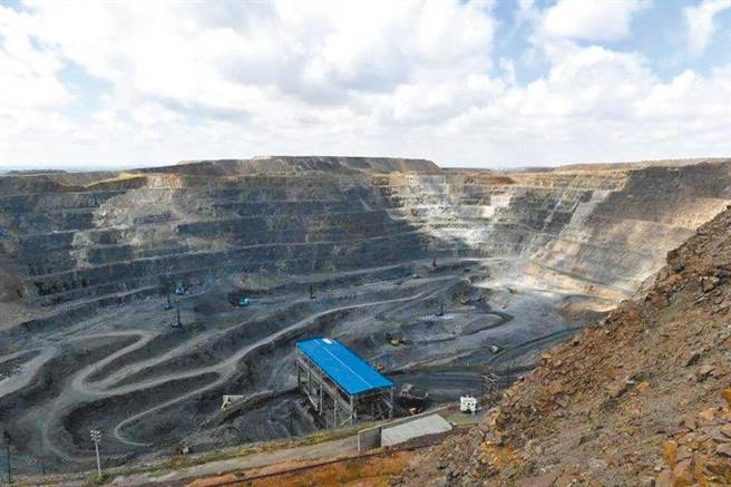 美媒專欄文章分析,中國已意識到,將稀土貿易武器化可能會產生更大的反效果。圖為內蒙古自治區的白雲鄂博礦區,是世界最大的稀土礦。(新華社資料照)