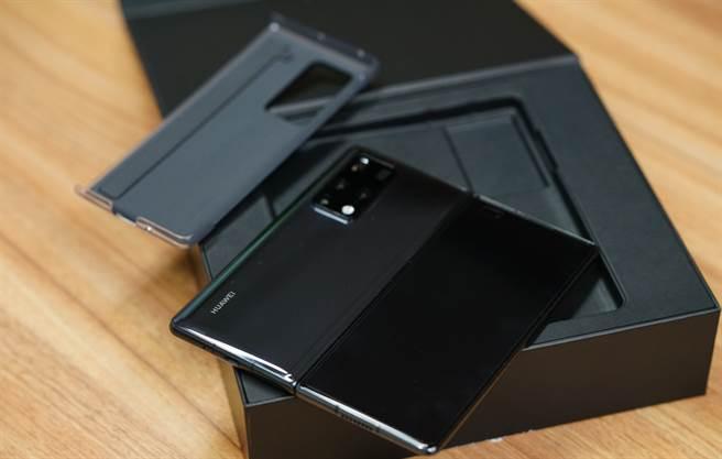 在晶片斷供困局下,華為22日發布新款折疊手機Mate X2,宣告華為手機正式邁入「鴻蒙時代」。(圖/達志影像/shutterstock)
