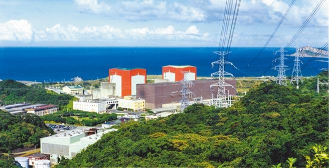 核二廠1號機運轉執照年底到期,但因燃料池貯存容量已滿,僅能運轉至今年6月,將提早半年除役。圖為核二廠。(台電公司提供)