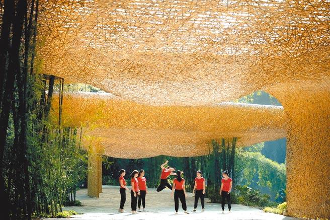 第12屆ArchDaily年度建築大獎揭曉,陽朔的「竹林亭台樓閣」呼應和強化自然環境。(取自ArchDaily)