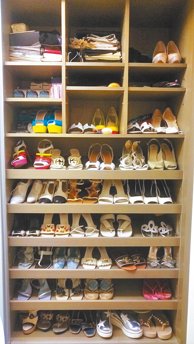 羅霈穎的壁櫥鞋櫃。(羅青提供)
