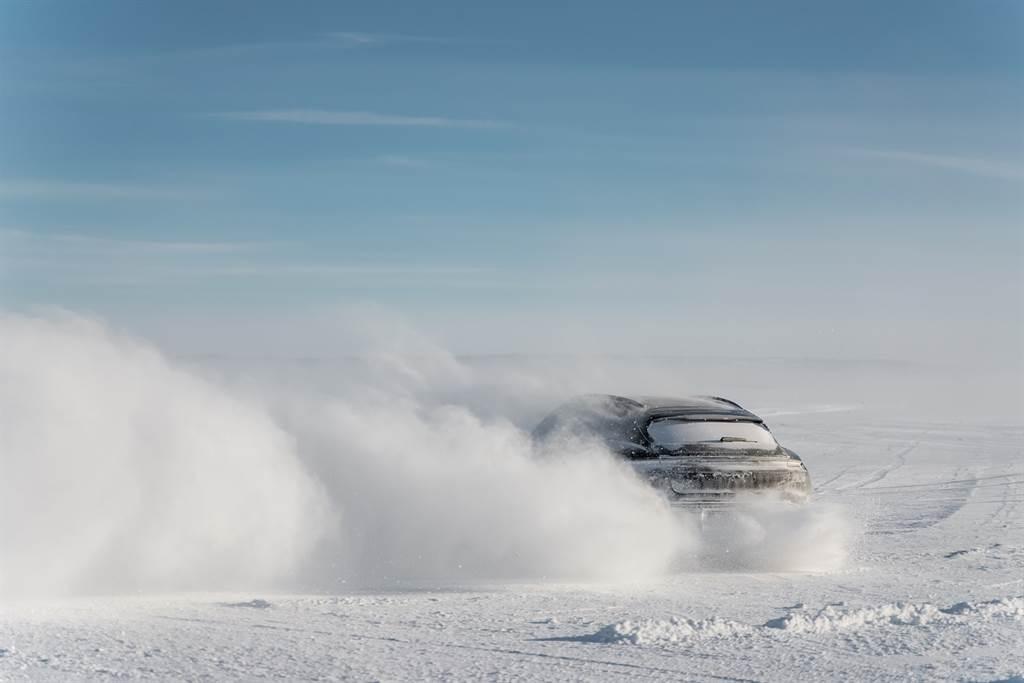Porsche Taycan Cross Turismo最終極限測試 預告3月4日全球發表