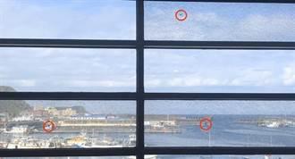 基隆海科館驚見3彈孔 陽台尋獲直徑0.8公分鋼珠