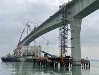 金門大橋完成合攏大金端邊橋 目標:年底完工、明年通車
