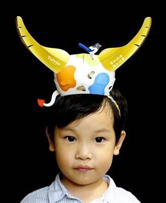 花燈女王林佳葦設計「活力牛」提燈 還可變身牛角帽
