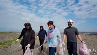 她創立淨灘組織,花八年清出上萬公斤垃圾的堅持
