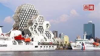 沿港都輕軌散步 純白珊瑚場館、跨港旋轉橋
