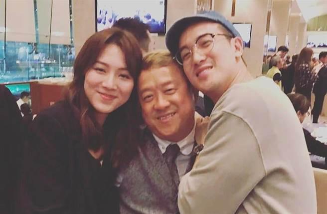 王敏奕(左)2019年跟曾志偉大兒子曾國祥結婚。(圖/翻攝自WONGMANYIK IG)