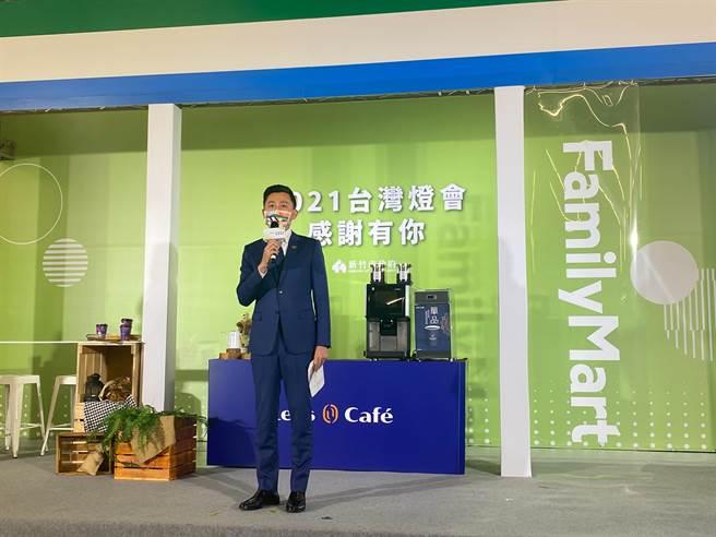 新竹市長林智堅25日宣布將會延續燈會相關展出,在7至9月舉辦「新竹光臨藝術節」,展出藝術家精心創作的古蹟光雕、燈飾作品。(陳育賢攝)
