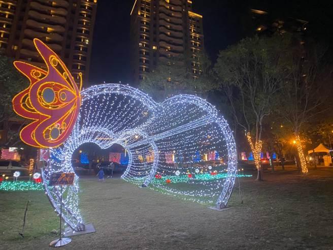 新埔鎮的主燈為飛天女媧,敘述天穿日女媧補天的傳說。(莊旻靜攝)