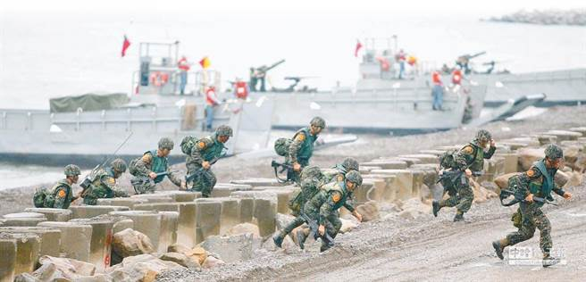 國軍海軍陸戰隊進行登陸演習。(圖/本報資料照)