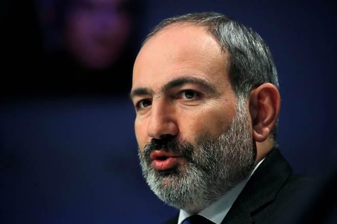 亞美尼亞疑似軍方政變 總理要求人民上街抵抗。(圖/路透)