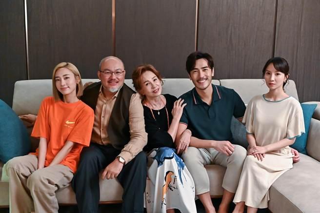 劉亮佐在《未來媽媽》飾演開明的公公。(三立提供)