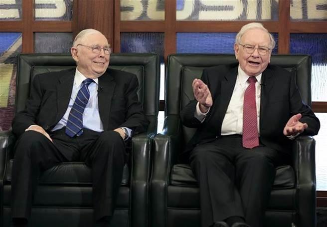 蒙格(左)是美國股神巴菲特(右)的老戰友。(美聯社)
