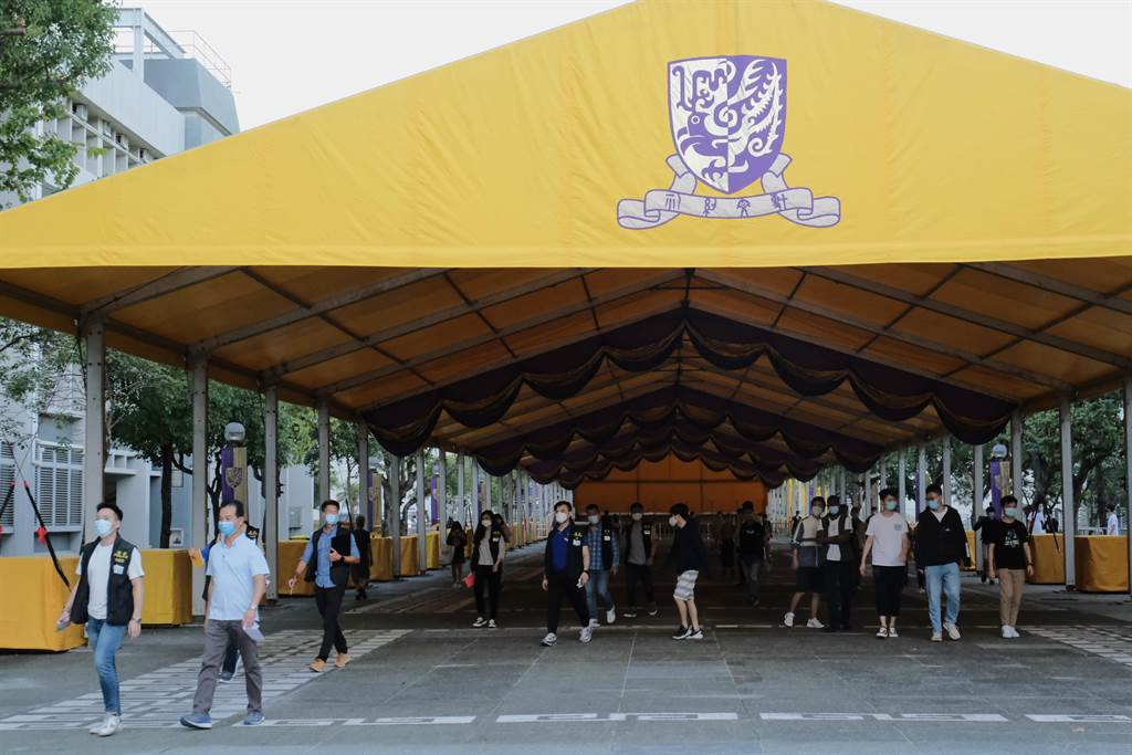 早前香港中文大學校園內有未經批准的遊行舉行,期間有人展示涉及港獨標語,校方隨後就事件報警。(中新社資料照)