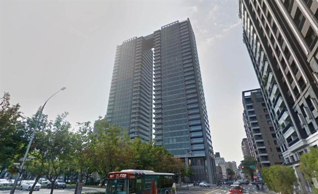 「由鉅大恆」13樓戶單價來到69.5萬,近逼7字頭,總價為1.17億,乃該社區近一年來新高。(翻攝自Google街景)