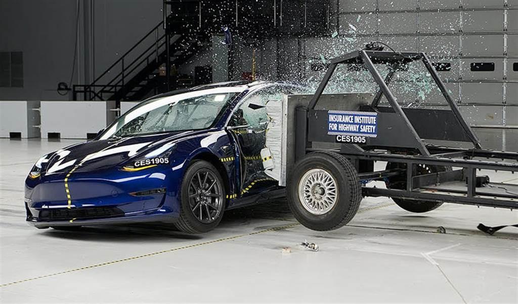 連三年安全攻頂!特斯拉 Model 3 再奪 IIHS Top Safety Pick+ 最高榮譽