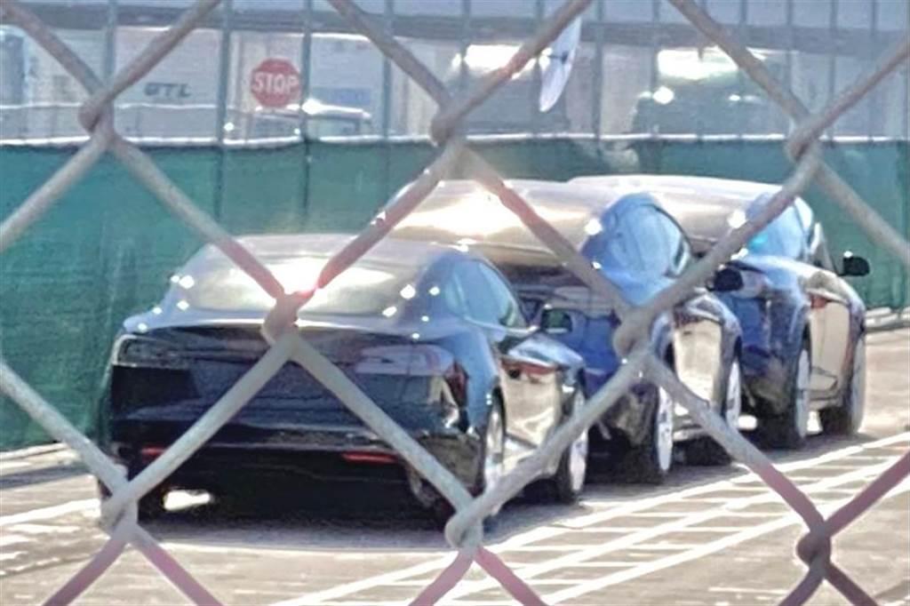 預計四月交車,但首批大改款 Model X 新車已在加州工廠出現