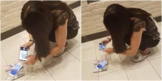 台南女蹲地拍2疊鈔票 網揭財富自由套路:別再裝了