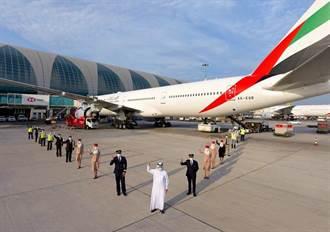 阿聯酋航空飛往洛杉磯航班 成首架航班服務團隊全面施打新冠疫苗