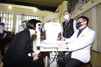 彰縣推長照視力篩檢 首創補助驗光配老花眼鏡