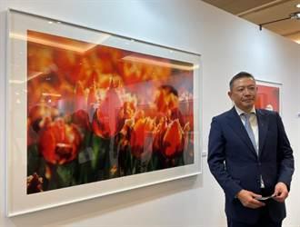 新光三越回顧吳東興攝影展 吳昕陽承父志培育年輕人