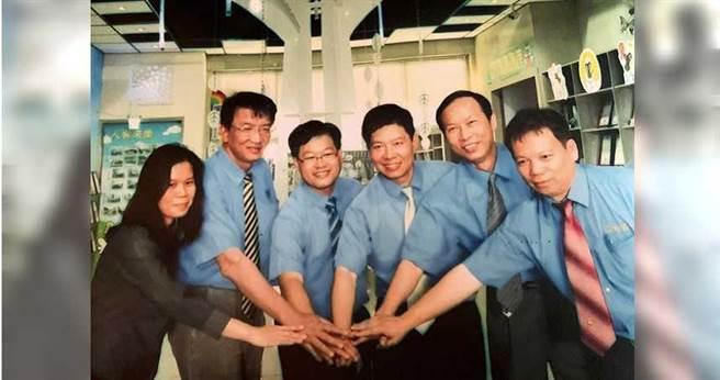 郭治華等4名台南高工同學,加上2位好友,在1995年合資千萬元創立志鋼。(左起:簡淑娟、王長文、洪啟川、郭治華、方宗義、蔡宗明)(圖/郭治華提供)