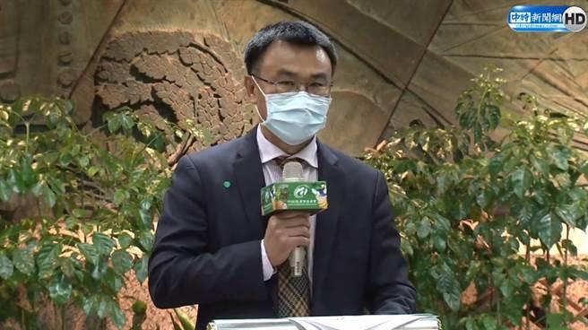 台灣鳳梨正逢生產旺季,卻遭大陸片面宣布禁止輸入,陳吉仲激動表示無法接受。(圖擷自中時新聞網直播)