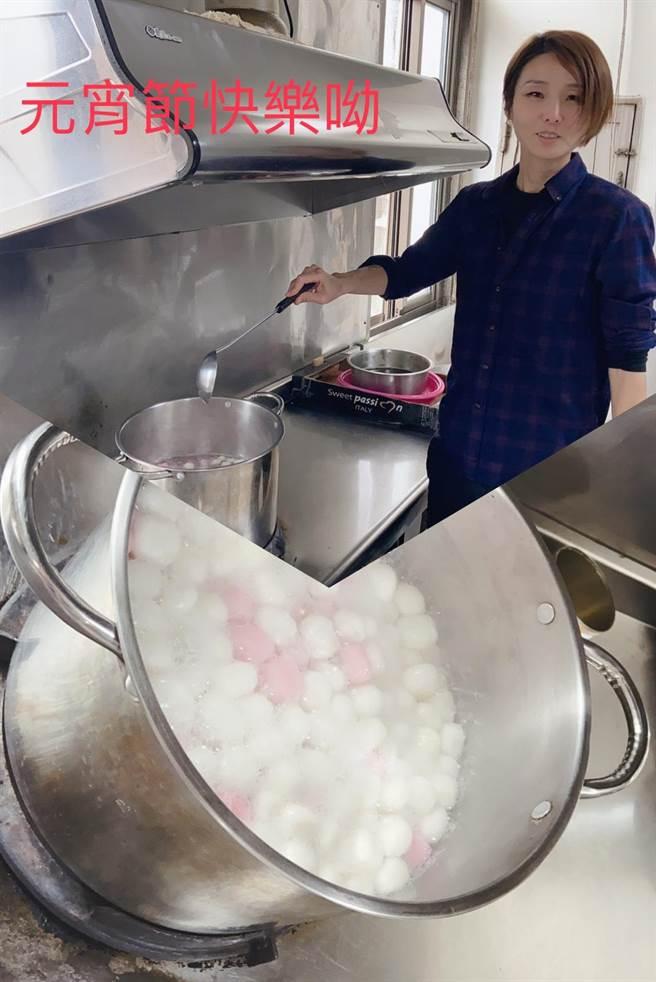 胡淑淨分局長親自煮了一大鍋湯圓,跟與會人員分享元宵佳節的喜氣,祝福大家新的一年圓圓滿滿。(警方提供)