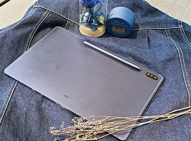三星Galaxy Tab S7+星霧藍(Wi-Fi版本)。(黃慧雯攝)
