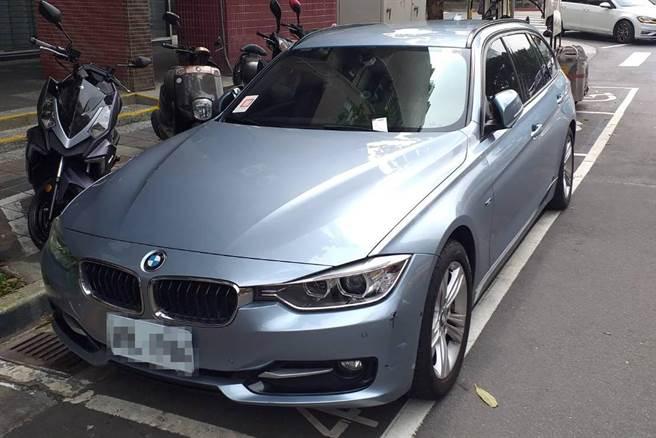 翁姓科技新貴開著BMW名車卻欠稅不繳,台北分署查封他的名車。(台北分署提供)