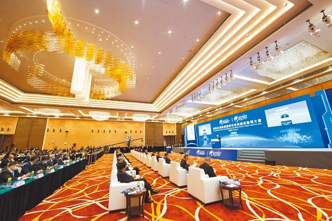 博鰲亞洲論壇官網25日宣布,2021年年會訂於4月18至21日舉行。圖為2020年博鰲亞洲論壇論壇國際科技與創新論壇首屆大會於澳門開幕。(新華社)