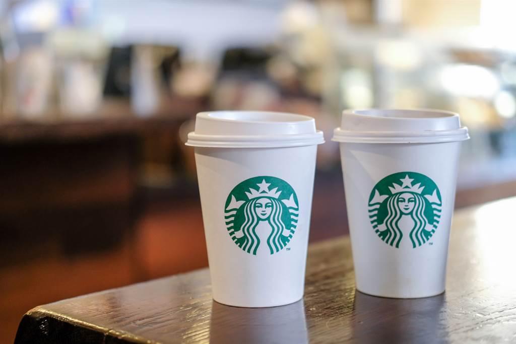 即日起至3/12,星巴克推出新一波數位活動,透過指定網站完成任務, 即可領取買一送一等咖啡優惠。(達志影像/shutterstock)