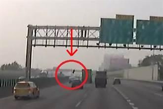 驚悚影片曝光 國道巨輪凌空重擊 車頂遭劈開副駕慘死