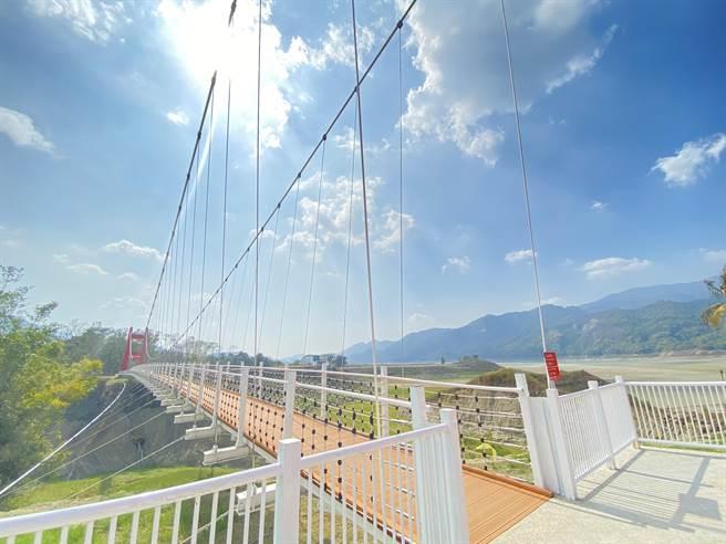 嘉義大埔鄉知名景點情人公園的同心吊橋。(嘉義縣政府提供/張毓翎嘉義傳真)
