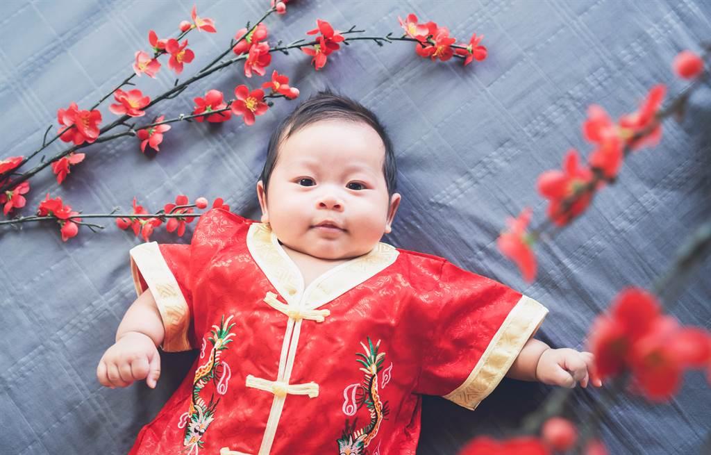南朝宋明帝劉彧晚年失去生育能力,為了保住皇位,他竟「借精生子」,將嬪妃獻給大臣。(示意圖/達志影像)