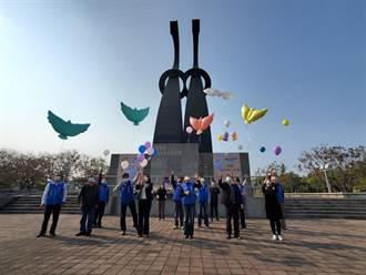 雲林縣追思二二八紀念日 張麗善代表獻玫瑰花、放和平鴿氣球