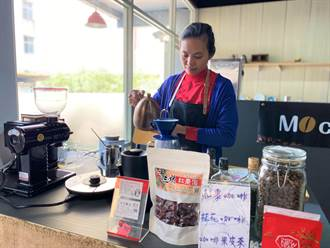 昔日小攤販築夢開店 她拚異業結盟咖啡店不只喝咖啡