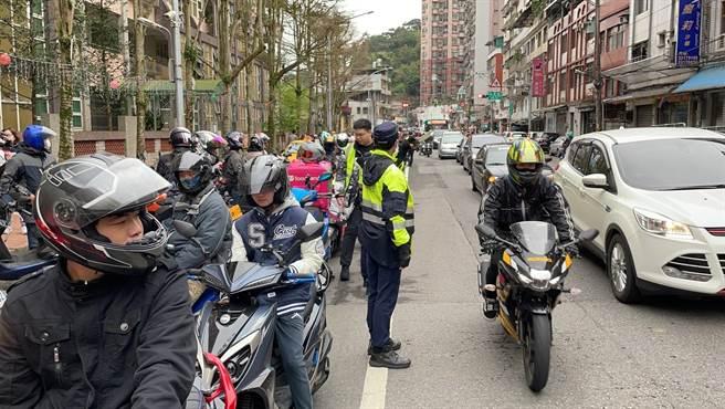 台灣交通安全協會、台灣機車路權促進會等單位於今(28日)發起「北宜區間乖寶寶」活動,抗議北宜公路速限每小時40公里,活動經由臉書等社群號召。(翻攝)