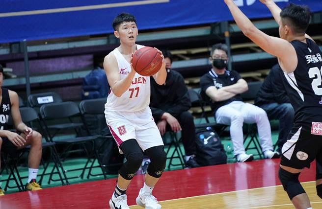 輔仁大學李沛澄飆進5記外線,拿下17分。(大專體總提供)