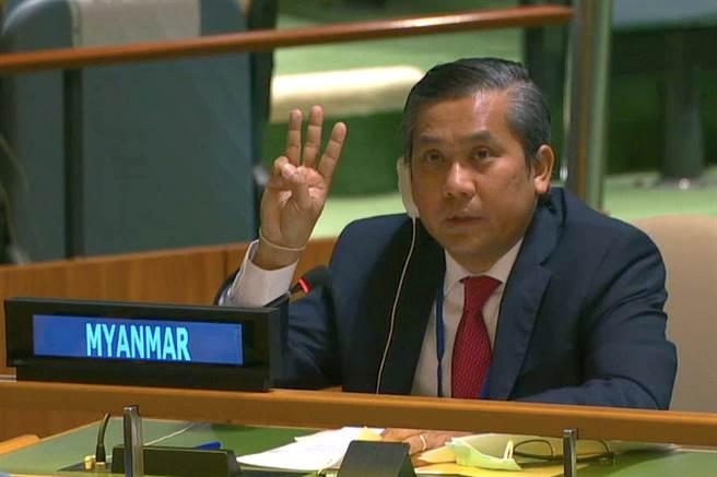 緬甸駐聯合國大使覺莫敦因敦促各國動用「任何必要手段」翻轉2月1日的政變,而遭軍政府撤職,他今天矢言奮戰到底。(圖/路透)