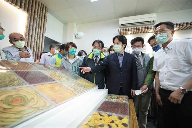 賴清德呼籲民眾「吃爆台灣鳳梨」,政府將以外銷、直銷、加工等措施多管齊下,降低對中國外銷依賴。(圖/取自賴清德臉書)