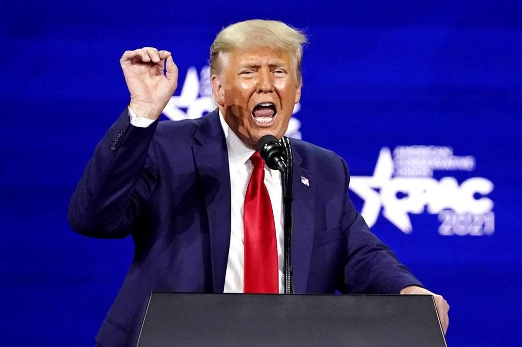 美国前总统川普28日发表卸任后首场演说,他暗示可能再战2024,并且亲口表态不会出走共和党、另外筹组新政党。(图/美联社)(photo:ChinaTimes)