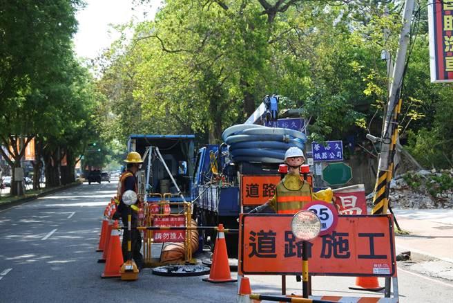 防範道路管挖作業意外,台中市勞工局呼籲採「三大防線」。(台中市府提供/盧金足台中傳真)