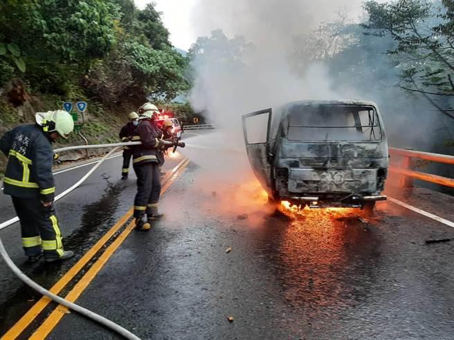 宜蘭縣消防局趕抵現場後迅速控制、撲滅火勢。(翻攝照片/李忠一宜蘭傳真)