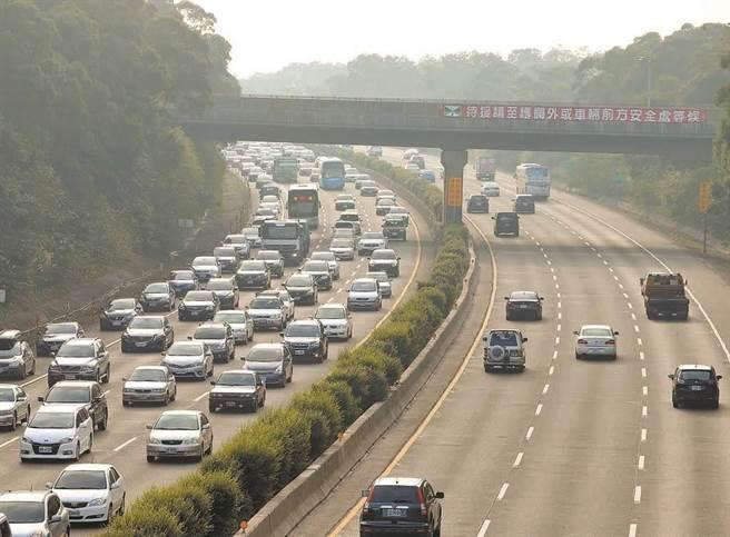 國道疏導措施,連假前2個周休提前實施。(本報資料照)