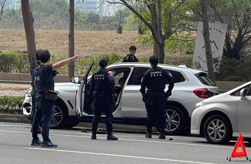 今(2日)高雄警匪槍戰,就發生在前總統陳水扁美術館住處附近,鄰近皆是豪宅。(民眾提供)