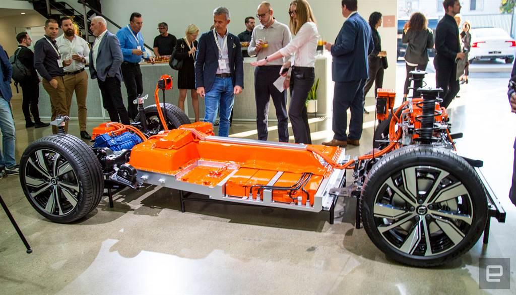 XC40 Recharge的底盘,就是车轮、马达与电池组,结构比汽车简单(图/Volvo )(photo:ChinaTimes)