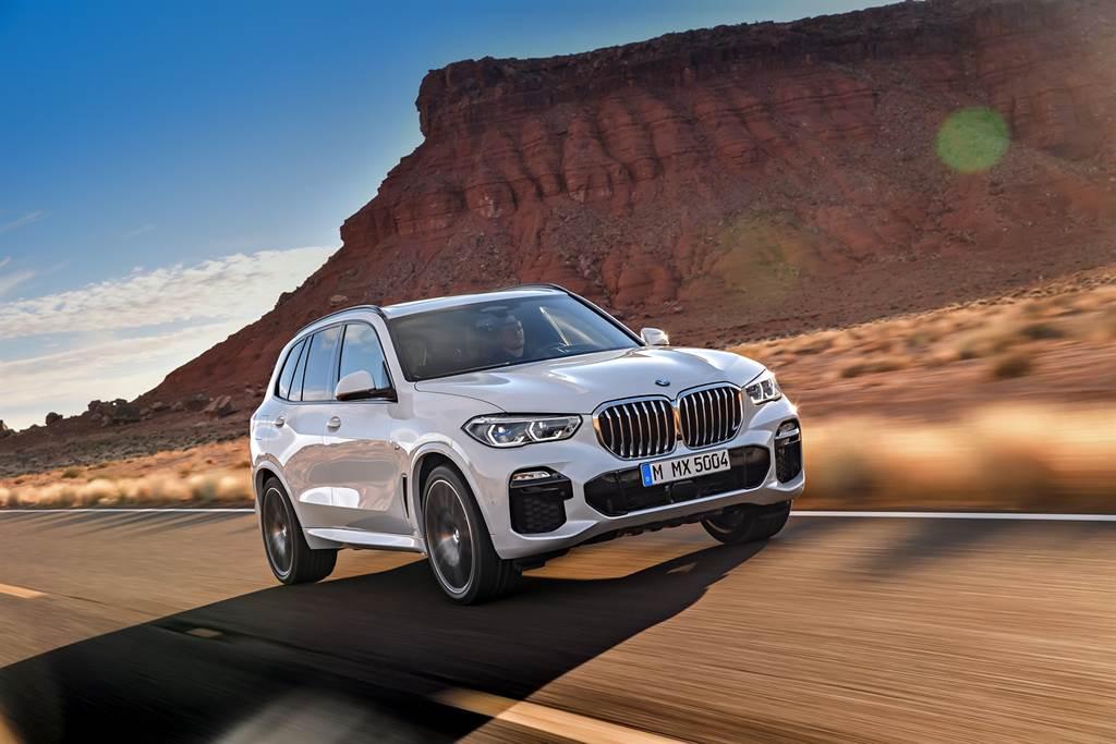 正2021年式BMW X5 xDrive40i、X6 xDrive40i、X7 xDrive40i全面升級48V高效複合動力系統,使BMW正2021年式車型穩居頂級豪華車系領先地位。